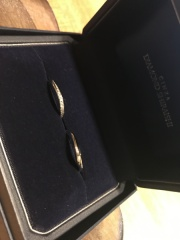 【銀座ダイヤモンドシライシの口コミ】 ダイヤありかなしかで悩んでいた時にこの指輪をすすめて頂きました。ダイ…