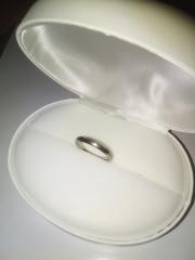 【Aroode(アローデ)の口コミ】 妻が金属アレルギーであったため、アレルギーが出にくい指輪を探していた…
