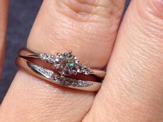 【TRECENTI(トレセンテ)の口コミ】 数石ダイヤがついた結婚指輪を探していたところ、こちらの指輪に一目惚れ…