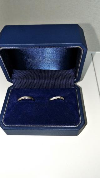 【銀座ダイヤモンドシライシの口コミ】 元々シンプルなデザインが好きなのでこの指輪に決めました。また「嬉しい…
