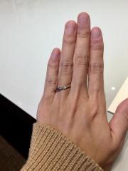 【CHER LUV(シェールラブ)の口コミ】 アンティーク調のデザインに惹かれました。 派手すぎない為、結婚指輪とし…