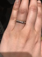 【エクセルコダイヤモンド(EXELCO DIAMOND)の口コミ】 長めに入ったウェーブのデザインが気に入りました。メレダイヤも全面に長…