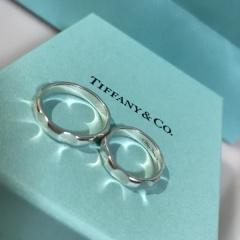 【ティファニー(Tiffany & Co.)の口コミ】 夫婦ともにアパレル勤務なため、ファッションに響きすぎないリングを探し…
