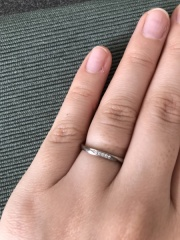 【俄(にわか)の口コミ】 シンプルなものが好きでしたが、夫にダイヤがついているほうが良い!と勧…