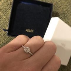 【AHKAH(アーカー)の口コミ】 元々アーカーのアクセサリーが好きだったので、婚約指輪はアーカーでお願…