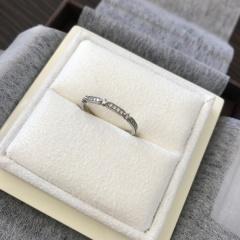 【LUCIE(ルシエ)の口コミ】 婚約指輪とおなじラインで一緒に着けたいと思い決めました。 特に毎日着け…