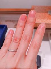 【銀座ダイヤモンドシライシの口コミ】 エタニティリングが好きですが少しギラギラとし過ぎると思ったため、少し…