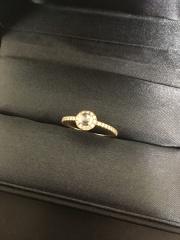 【AHKAH(アーカー)の口コミ】 デザインが可愛すぎて一目惚れでこれに決めました。婚約指輪は付ける機会…