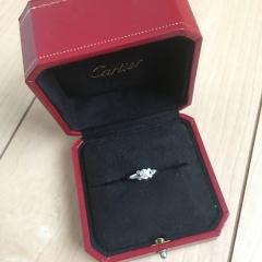 【カルティエ(Cartier)の口コミ】 昔雑誌で見かけた時から、婚約指輪はこれにする!と決めていました。 とて…