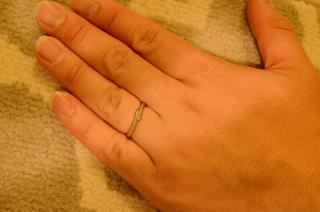 【Pink Dolphin Diamond(ピンクドルフィンダイヤモンド)の口コミ】 妻に合わせて同じデザインを購入しました。プラチナのリングに希少なピン…