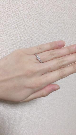 【ガラOKACHIMACHIの口コミ】 デザインがとても好みでこの指輪にしました。ミルグレインが施されていま…
