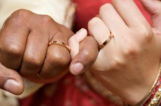 【カルティエ(Cartier)の口コミ】 自身の中で結婚指輪はゴールド、しかも私達の肌になじみのいいピンクゴー…