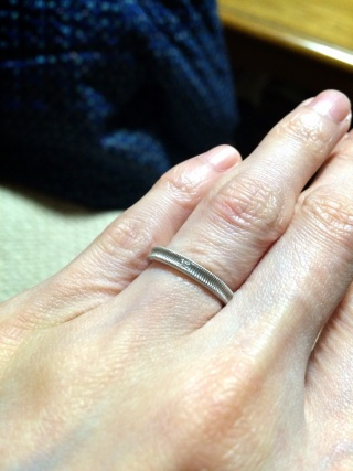 【クアラントットの口コミ】 アンティーク調のデザインで控えめな一粒ダイヤがついた指輪に一目惚れし…