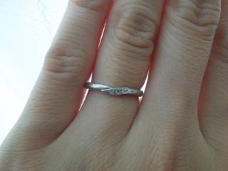【Cafe Ring(カフェリング)の口コミ】 シンプルなデザインと指輪の細さに惹かれました。  シンプルですがダイヤ…