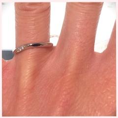 【ヴァンドーム青山(Vendome Aoyama)の口コミ】 試着したものは、ウェーブにメレダイヤが並んでおり、指が華奢に見えとて…