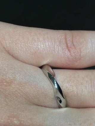 【俄(にわか)の口コミ】 プラチナの輝きがキレイでした!指輪一周分にデザインがされていますが、…