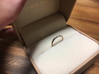 【AMOUR AMULET(アムール・アミュレット)の口コミ】 指が細めなので細めのリングを探していました。また、人より変わったデザ…