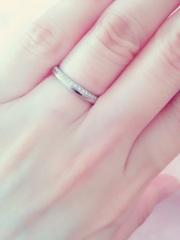 【アイプリモ(I-PRIMO)の口コミ】 女性用は上半分に極小のメレダイヤが敷き詰められていて、すごくキラキラし…