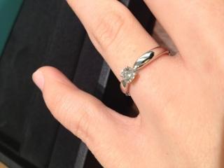 【ティファニー(Tiffany & Co.)の口コミ】 指にはめたときのプラチナの滑らかなつけ心地と、シンプルなデザインに惹か…