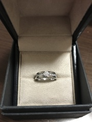 【ブルガリ(BVLGARI)の口コミ】 結婚指輪とお揃いで付けたかったので こちらのデザインに決めました。 結…