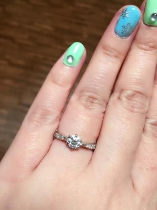 【宝寿堂(ほうじゅどう)の口コミ】 初めはシンプルなアームの一粒ダイヤのものにしようと思っていたのですが…
