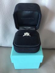 【ティファニー(Tiffany & Co.)の口コミ】 まずは、婚約指輪らしいものを探していました。しかし一粒ダイヤになると…