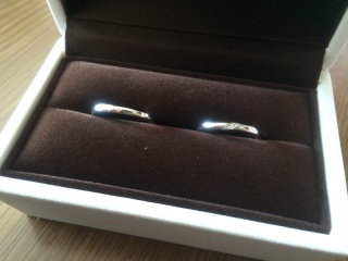 【アイプリモ(I-PRIMO)の口コミ】 指にあった形を出してもらってその中で斜めにダイヤが光るデザインが珍し…
