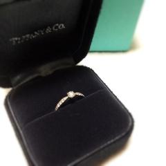 【ティファニー(Tiffany & Co.)の口コミ】 シンプルなものか、ゴージャスでキラキラしたものか迷いましたが、 当初か…
