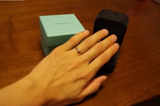 【ティファニー(Tiffany & Co.)の口コミ】 リングは華奢なデザインでかつ、シンプルなので服装や他のアクセサリーと…