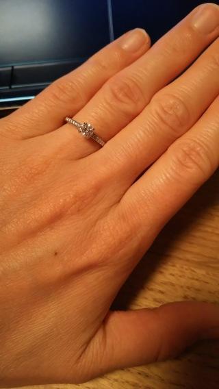 【デビアス(DE BEERS)の口コミ】 主人がどうしてもデビアスの指輪を贈りたいということで、一緒に見に行きま…