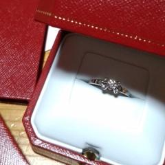 【カルティエ(Cartier)の口コミ】 彼が店舗すべての指輪を確認して、色々試着させていただき、メインのダイ…