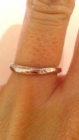 【4℃(ヨンドシー)の口コミ】 93%や95%が一般的なプラチナの配合率になる中で、こちらの指輪は99%プラ…