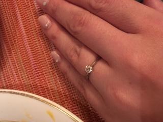 【銀座ダイヤモンドシライシの口コミ】 数千通りのあるデザインの中でも、ダイヤがより目立つデザインに惹かれま…