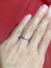 【ラザール ダイヤモンド(LAZARE DIAMOND)の口コミ】 婚約指輪なのでダイヤモンドが大きくて、キラキラしているものがいいなと…