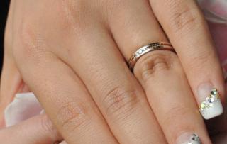 【アイプリモ(I-PRIMO)の口コミ】 シンプルすぎないところと、ダイヤが入っているところがおススメです。  …