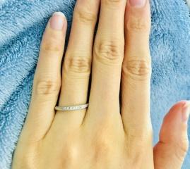 【銀座ダイヤモンドシライシの口コミ】 わたしも主人も指が細く、普段の服装もシンプルなので、細身で派手すぎず…