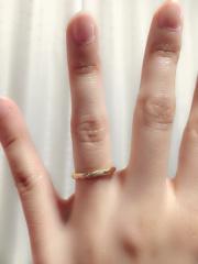 【エクセルコダイヤモンド(EXELCO DIAMOND)の口コミ】 わたしはゴールドでダイヤモンドが入ってる細身で繊細なものが希望で、夫…