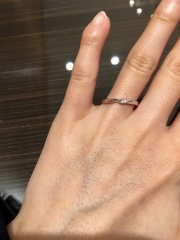 【JEWELRY  KAMATA(ジュエリーかまた)の口コミ】 結婚指輪を探していて今回はこちらのミルテ〜愛のささやき〜を試着しまし…