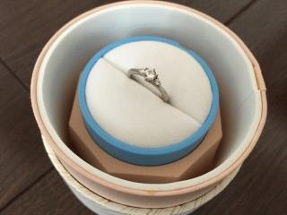 【銀座ダイヤモンドシライシの口コミ】 こちらは0.256カラットのものですがダイヤモンドが目立ちすぎずつけや…
