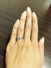 【LEGAN(レガン)の口コミ】 結婚指輪は、細めのカーブがかったリングが、指に合っていた。また、ピン…