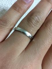 【KELLCH(ケルヒ)の口コミ】 デザインがシンプルでかつ,婚約指輪に贈ったものに雰囲気が似ているもの…