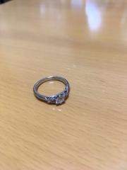 【銀座ダイヤモンドシライシの口コミ】 婚約指輪は単体ではなかなか着かないので、結婚指輪と一緒に重ね付けして…