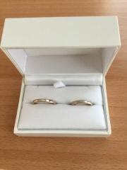 【SCARABE(スカラベ)の口コミ】 指輪を選ぶ際に大事にしたポイントは、 自分と主人の手に馴染むデザインか…