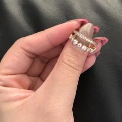 【ENUOVE(イノーヴェ)の口コミ】 デザインに一目惚れしました。 ダイヤがたくさんが使われているところが大…