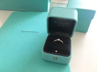 【ティファニー(Tiffany & Co.)の口コミ】 センターのダイヤモンドに向けてリングが細くなるデザインが気に入り、こ…