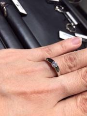 【ラザール ダイヤモンド(LAZARE DIAMOND)の口コミ】 少し太めで高さがあるリングです。 年齢を重ねても太めのリングなら似合い…