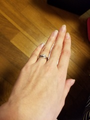 【ガラOKACHIMACHIの口コミ】 ガラが元からセットにしている結婚指輪と婚約指輪ではないですが、 結婚指…