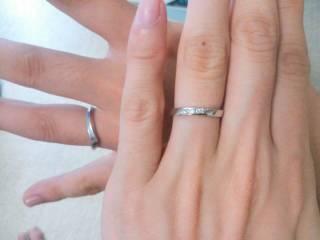 【Douxmiere bijou SOPHIA(ドゥミエール ビジュソフィア)の口コミ】 まず、装着した際にお互いの指にしっくりはまったところです。 そしてレデ…