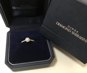 【銀座ダイヤモンドシライシの口コミ】 先に結婚指輪を買っていたので重ね付けできる指輪で探しました。ダイヤの…