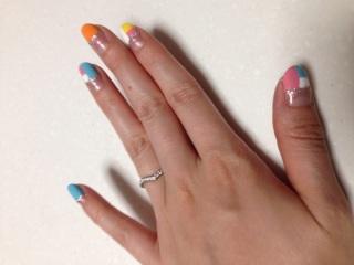 【アイプリモ(I-PRIMO)の口コミ】 有名ブランドに比べダイヤの数が多くついていて、しかもこのV字型が指が長…